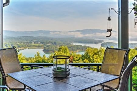 'Chatuge Overlook' - 3BR Hiawassee House - Hiawassee