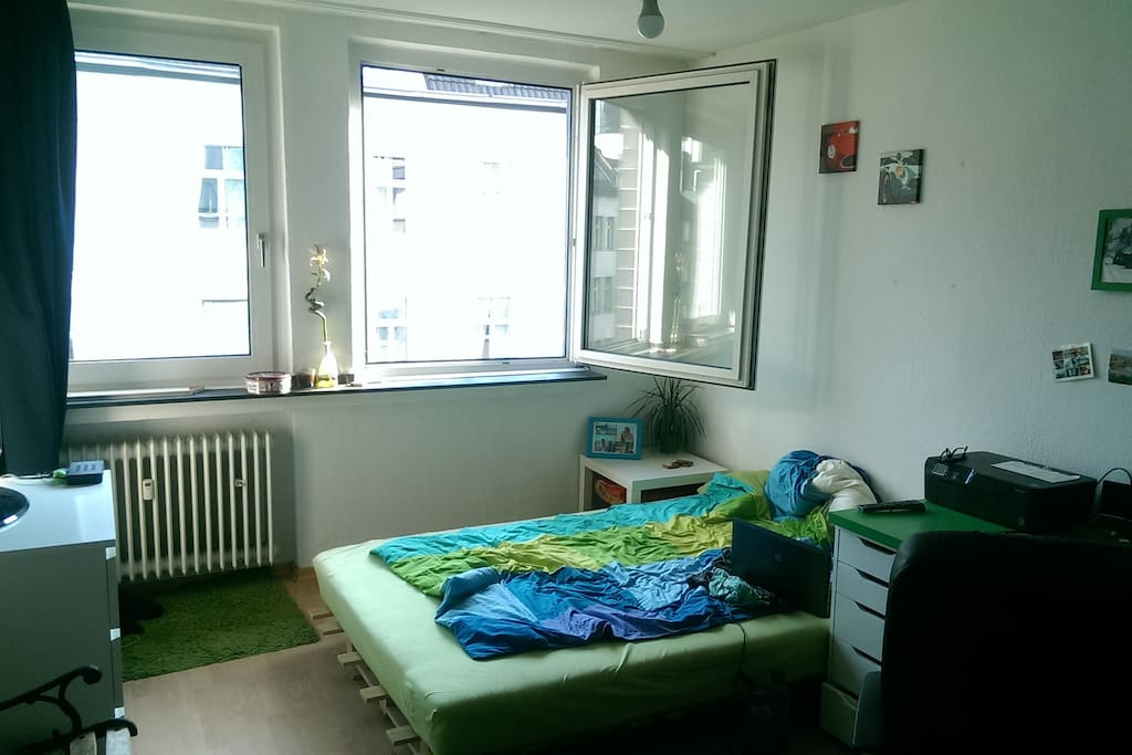 zentral gelgenes zimmer k ln nordrhein westfalen. Black Bedroom Furniture Sets. Home Design Ideas