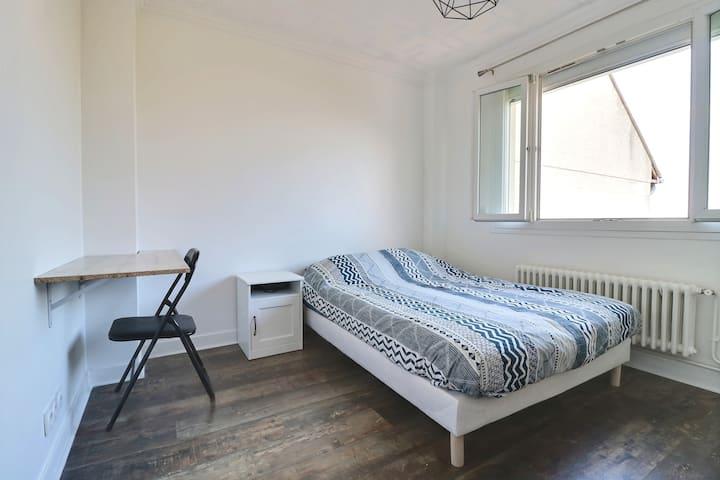 Chambre privée confortable , proche de Paris