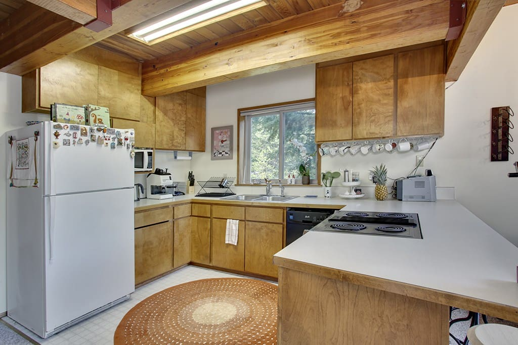 Kitchen has all you need for cooking a big meal! Also, has an espresso machine, popcorn maker, crock pot and more!