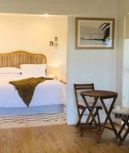 Tropical Guest Suite @ Lennox