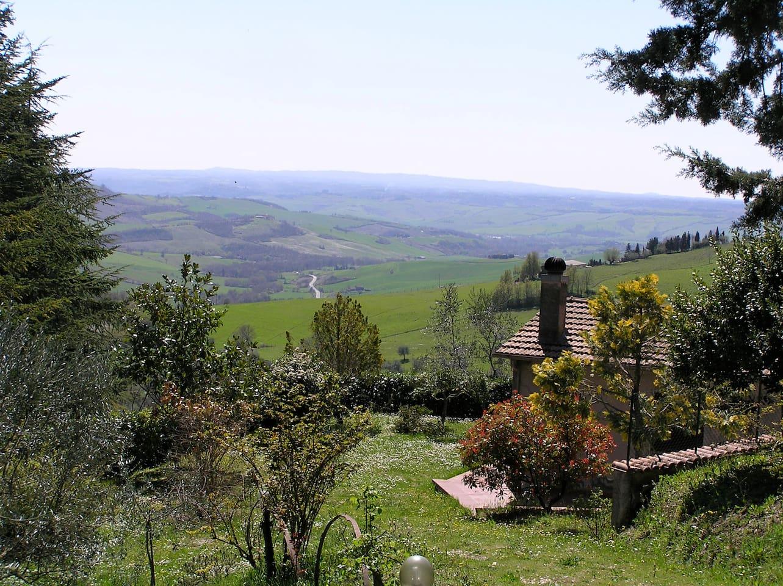 LA GINESTRA and its views