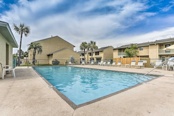 Resort Townhome w/Patio - 0.3 Miles To Beach!