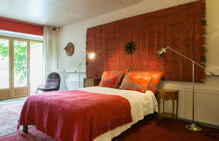 The Red Suite room in farmhouse - Genève - Rumah