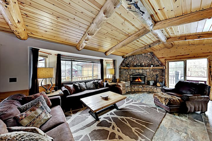 Chic Cabin | Hot Tub | Near Skiing, Lake & Dining