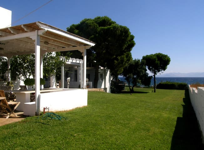 Unique seaside house - Nea Makri - Huis
