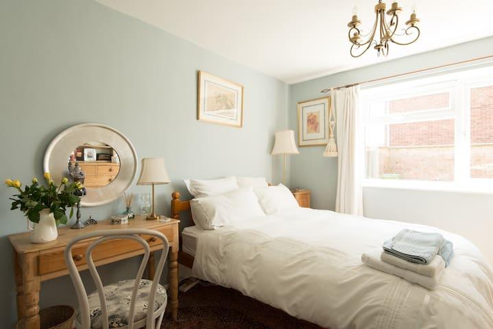 Cheltenham - Large Comfortable Double Room - 切爾滕納姆 - 公寓
