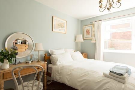 Large Double Room in Cheltenham - 切爾滕納姆