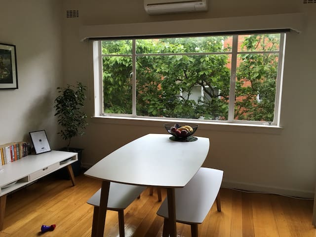 Cosy Private Room -Easy Access to Chapel St & City - Toorak - Appartement