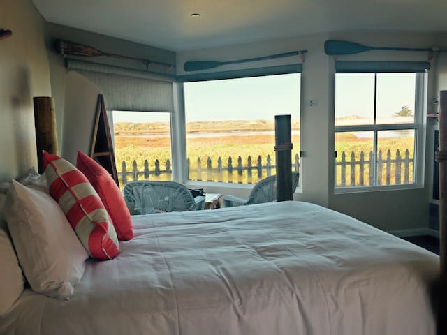 River Front- Waterfront Shower room - Moss Landing - Bed & Breakfast