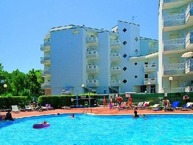 Sunny apartment with swimming pool - Lignano Sabbiadoro - Apartemen