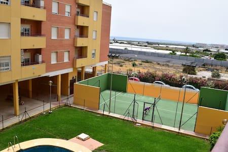 Piso de 2 dormitorios con piscina - El Parador de las Hortichuelas - Apartment