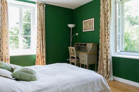 The Green bedroom in farmhouse - Genève