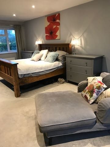 Comfortable Town House Convenient to Petersfield