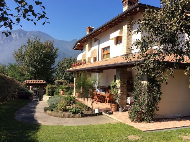Villa in the heart of the Alps - Artogne - วิลล่า