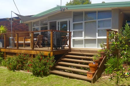 Sunny 3 bedroom retreat - Elanora Heights