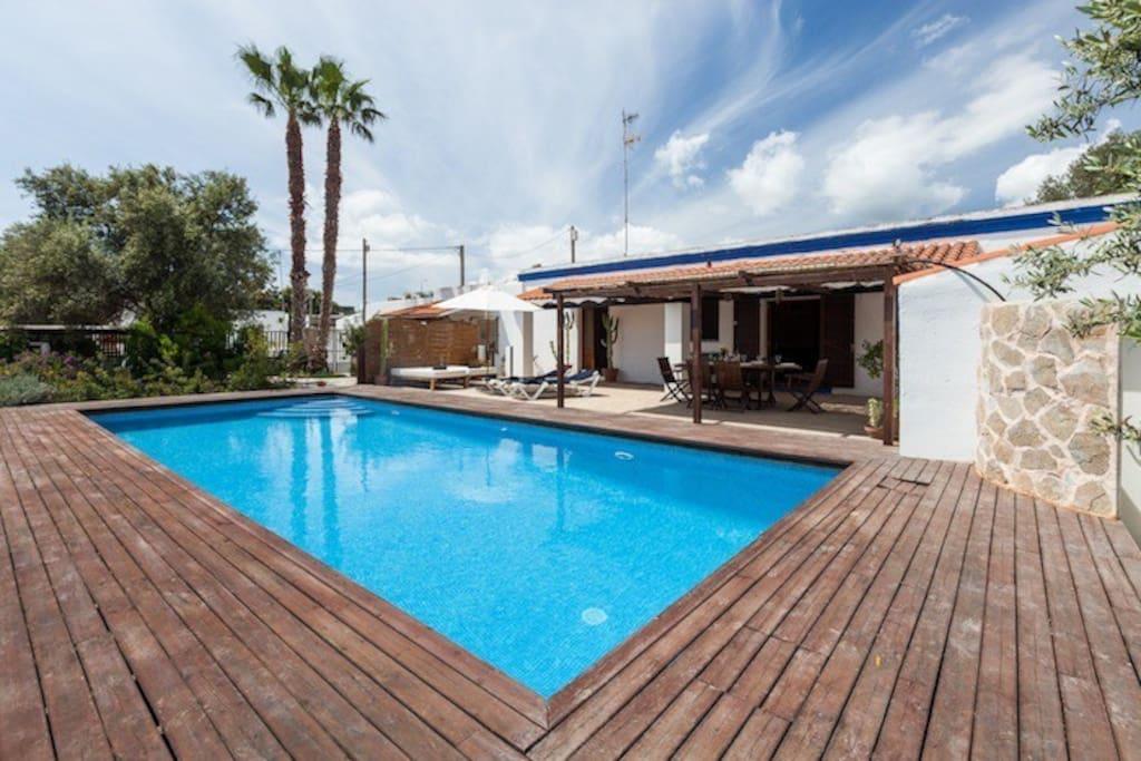 Magn fica villa de vacaciones et 0567 e cottage in for Villas de vacaciones con piscina privada