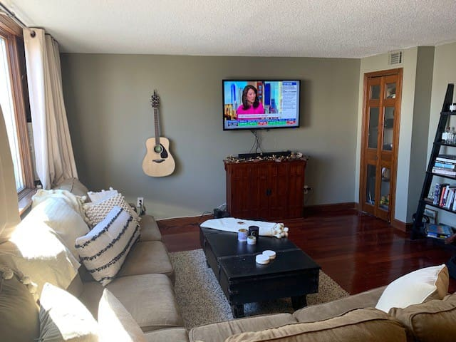 2 Bed Apt in South Boston w/ Deck and Grill