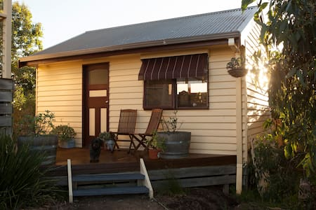 Period style bungalow with garden views - Warrnambool - Bungalow