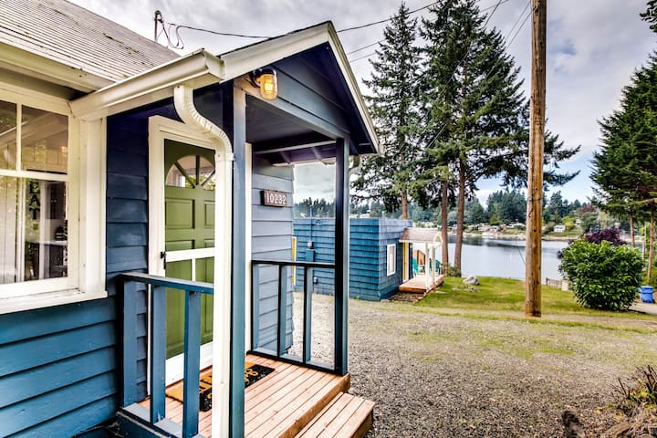 Mid-Mod Lakefront Cabin
