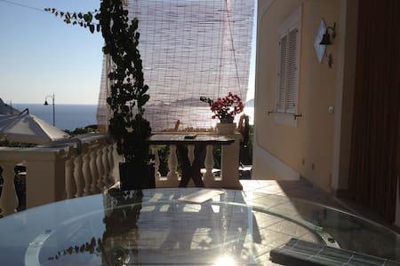 Camera con patio vista mare - Le Forna - Dom