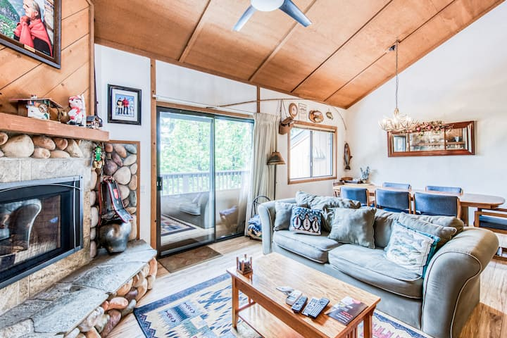 Dog-friendly chalet w/ shared pool, hot tub, gas fireplace - close to lake!