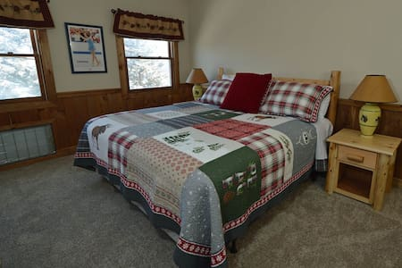 Whistlepunk #12:  4 BEDROOMS, 3 BATHS:  Ski In / Ski Out, Wood Fireplace.