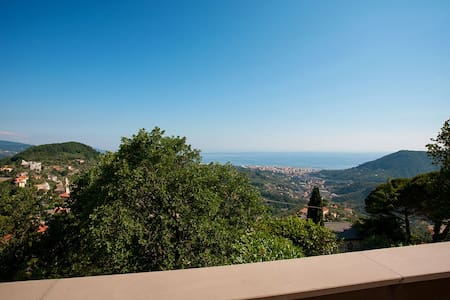 Villa with garden and sea view - Leivi
