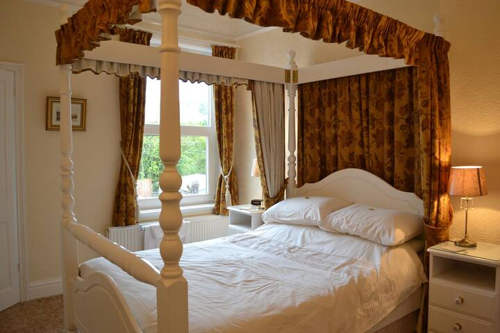 Ensuite Four Poster Bed Room - Ilfracombe - Bed & Breakfast