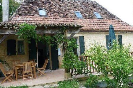 Jolie Maison 3 Chambres et Piscine - Pontours - House