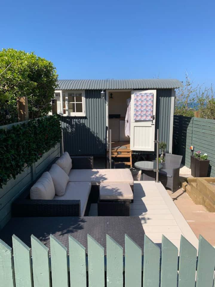Trevone Luxury Shepherds hut close to the beach