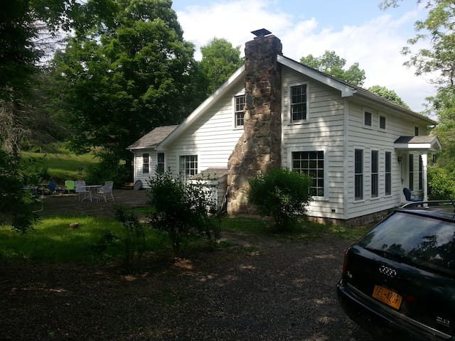 Updated 1800's Woodstock Farmhouse