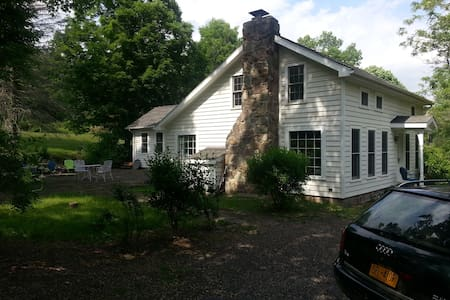 Updated 1800's Woodstock Farmhouse - Bearsville - House
