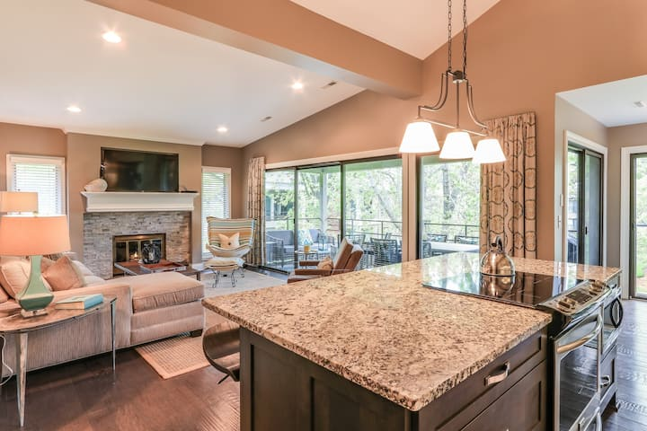 This modern and updated Abbey Villa is perfect for any getaway! Fabulous Abbey Villa Condo
