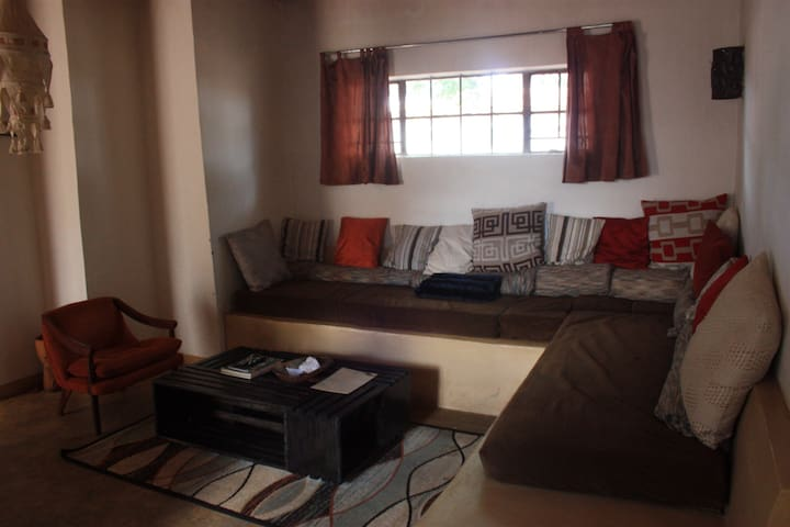 1 bedroom cottage, centrally located in area 9