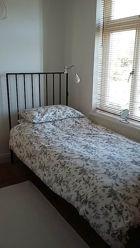 Single Room nr City Centre-value