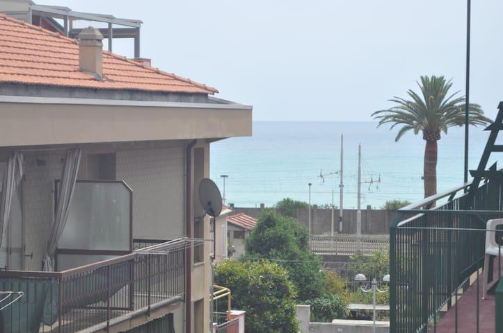 trilocale pietra ligure 50 m mare - Pietra Ligure - Casa