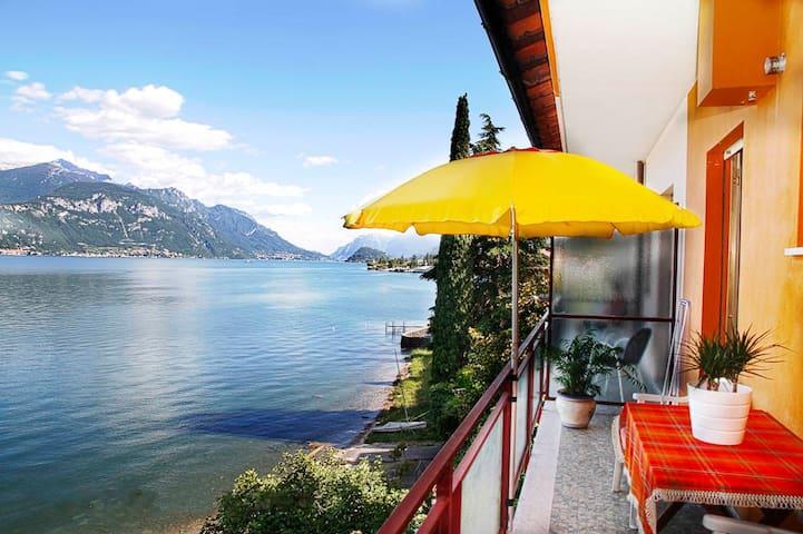 Appartamento direttamente sul lago Casa Miralago