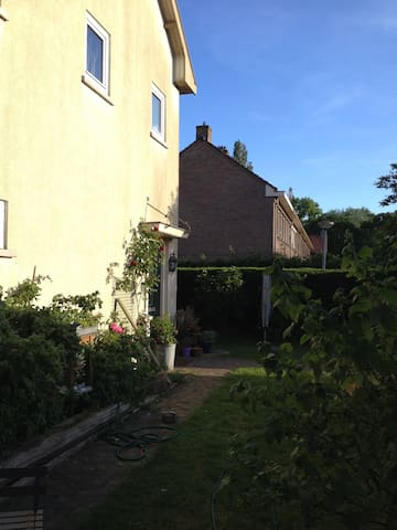 House with garden, 15 min downtown. - Amsterdam - Casa