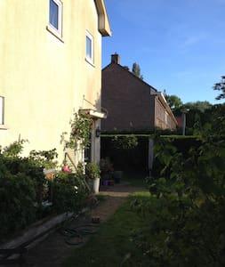 House with garden, 15 min downtown. - 阿姆斯特丹 - 獨棟