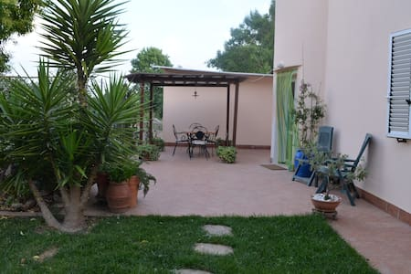 Apartment at 3 Km from Baratti and garden - Populonia - Apartemen