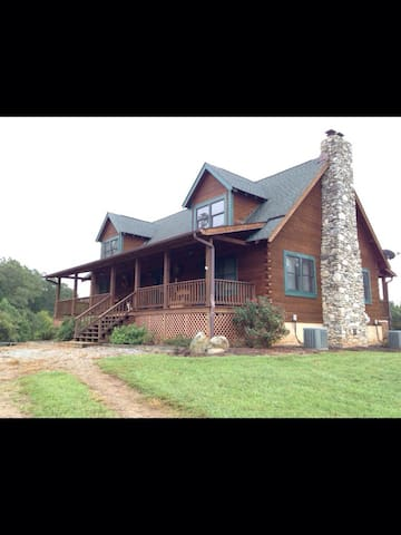 Mill Hill Farm, Luxury Log Home - Mill Spring - House