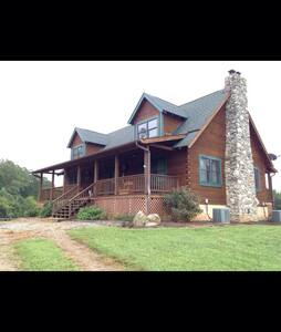 Mill Hill Farm, Luxury Log Home - Mill Spring