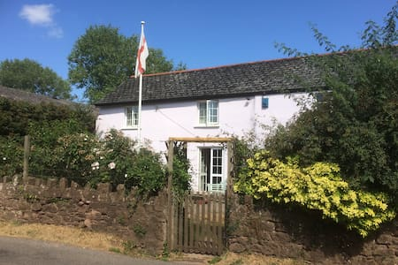 Comfortable Twin room in pretty Somerset village