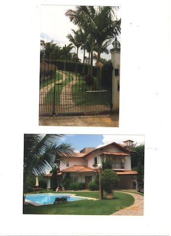 Três suites numa casa moderna. - Miguel Pereira - House