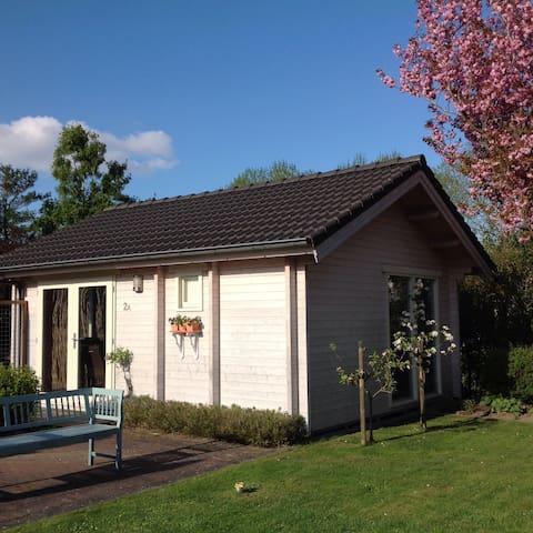 Tuinhuis voor 2 pers. met privacy - Emmeloord - Cabin