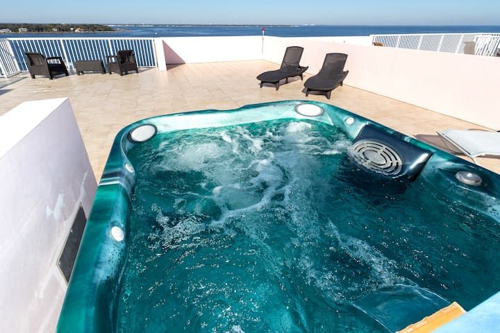 Penthouse-Private HotTub-LazyRiver-Roof Top Patio