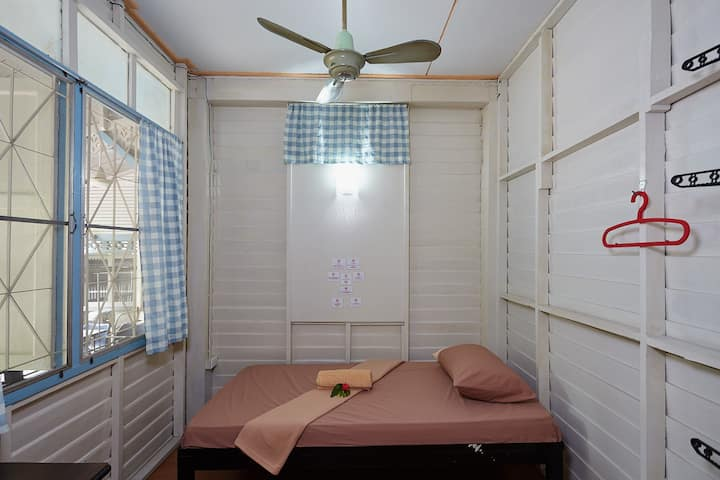 Wooden room near Lumpini MRT,  Sathorn (Fan)