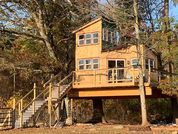 Bluebird Farm CT. Treehouse