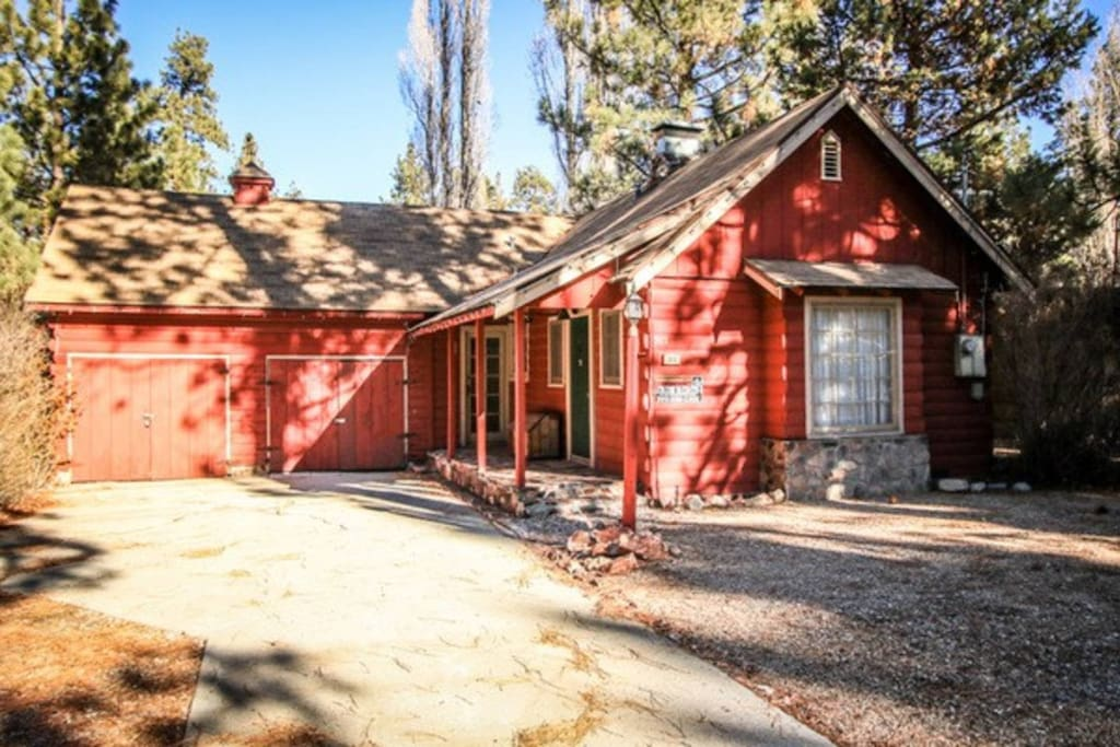 Awesome getaway pet friendly cabins for rent in big for Usmc big bear cabins